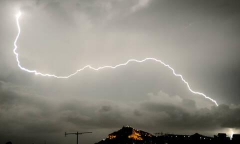 Έκτακτο δελτίο επιδείνωσης του καιρού: Έρχονται καταιγίδες, χαλάζι και θυελλώδεις άνεμοι