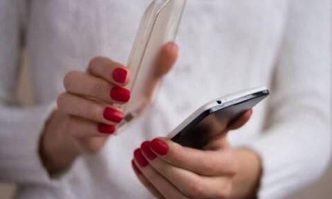 Τρόποι για να καθαρίσετε μια θήκη κινητού τηλεφώνου! (photos)