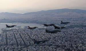 Ο «Ηνίοχος» χαιρετά την Αθήνα: Σμήνος μαχητικών πάνω από την πρωτεύουσα (pics)
