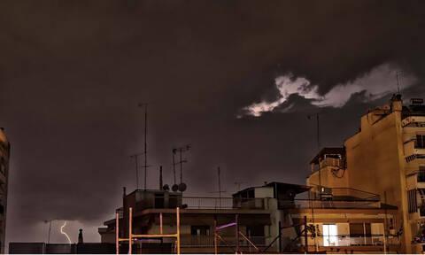 Καιρός ΤΩΡΑ: Ισχυρή βροχόπτωση στην Αττική - Η κακοκαιρία «χτυπά» τη χώρα