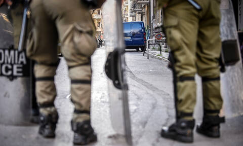 Σε απόγνωση οι Αστυνομικοί: Οι μπαχαλάκηδες εκπαιδεύονται πάνω στα ΜΑΤ – Στα Εξάρχεια θέλεις στρατό