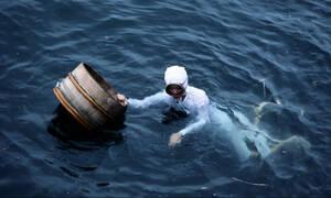 Απίστευτο: Ψαράς έγινε εκατομμυριούχος με αυτό που έβγαλε από τη θάλασσα!
