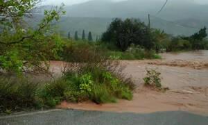 Στο έλεος της κακοκαιρίας η Κρήτη: Πλημμύρες και καταστροφές - Παρασύρθηκαν αυτοκίνητα (pics-vid)
