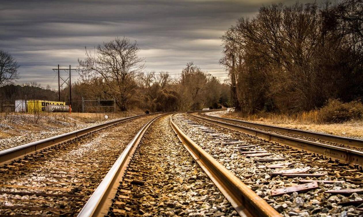 Τραγωδία: Τρένο παρέσυρε ασθενοφόρο - Δύο νεκροί