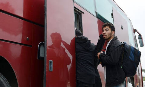 Αποχωρούν σταδιακά από τα Διαβατά οι πρόσφυγες