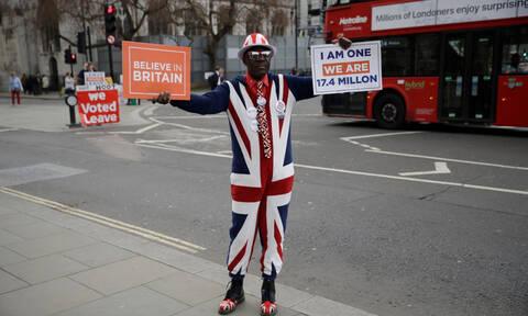Brexit: Την στήριξη των Εργατικών προσπαθεί να κερδίσει η Μέι – Τι προτείνει