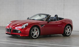 H Alfa Romeo πουλά δύο σπάνιες, συλλεκτικές 8C του κουτιού!
