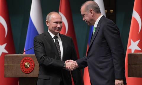 «Ώρα μηδέν» για τους S-400: Ο Ερντογάν πάει στη Μόσχα για να δει τον Πούτιν