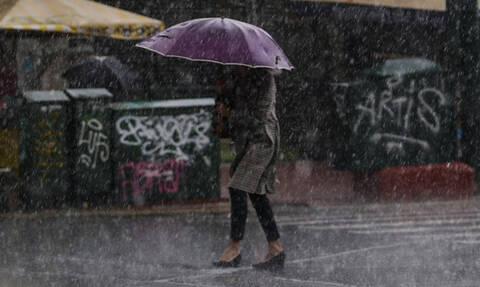 Καιρός ΤΩΡΑ: «Άνοιξαν οι ουρανοί» στην Αθήνα - Σφοδρές καταιγίδες πλήττουν το Λεκανοπέδιο