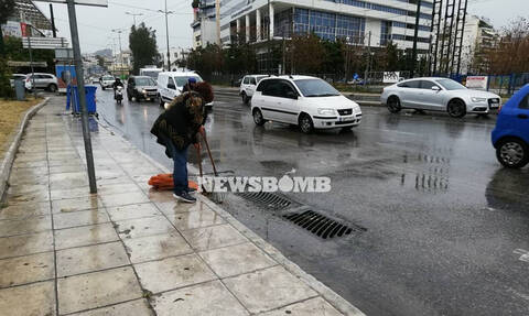 Καιρός: Κυκλοφοριακό χάος στην Αθήνα λόγω καταιγίδας - Έκλεισε η Πειραιώς για πάνω από μία ώρα