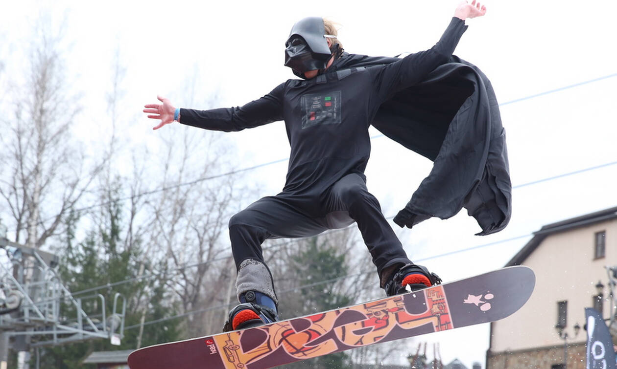 Τι κάνει ο Darth Vader πάνω σε ένα snowboard; (pics)