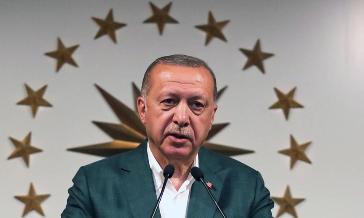 Ο Ερντογάν αμφισβητεί την ήττα στην Κωνσταντινούπολη: Νέα «βουτιά» για την τουρκική λίρα