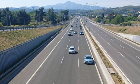 Σφοδρή σύγκρουση αυτοκινήτου με βυτιοφόρο στην Αθηνών – Λαμίας: Σοκαριστικές εικόνες (pics)