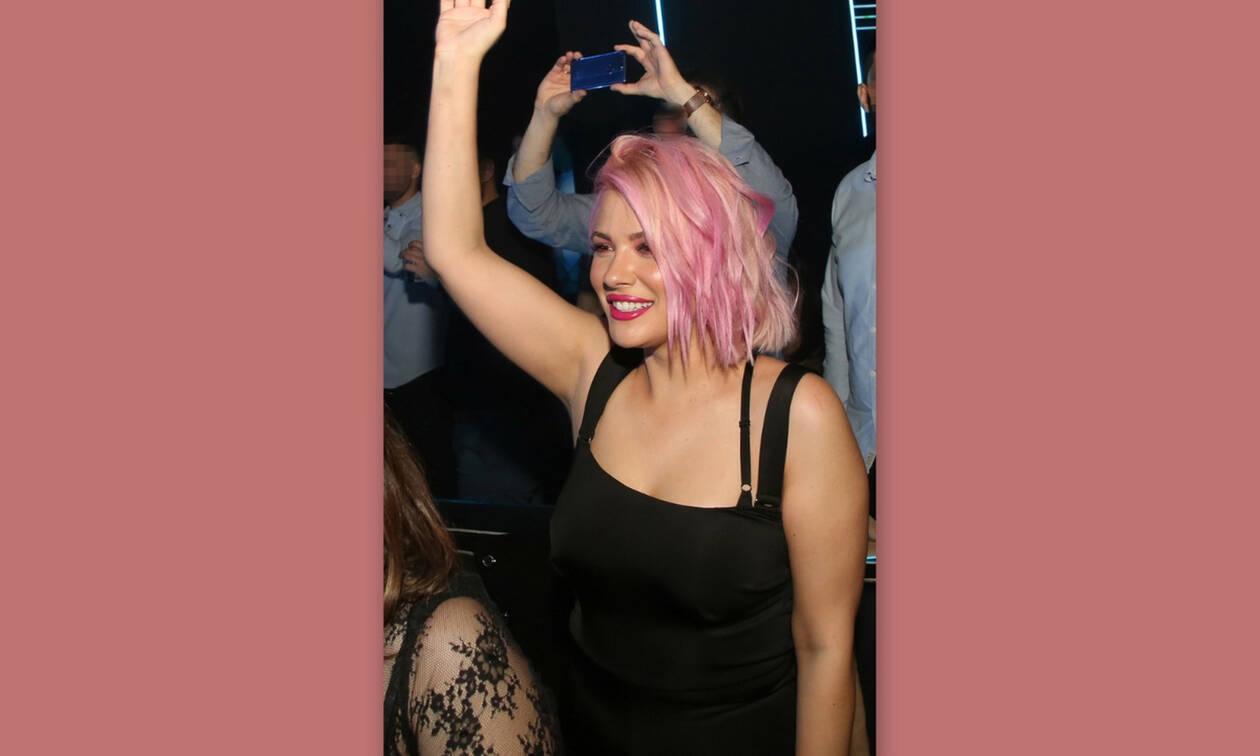 fa0623da488f O ξέφρενος χορός της Λάουρα Νάργες με το ολοκαίνουργιο λουκ της ...