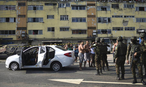 Απίστευτο: «Γάζωσαν» οικογένεια με 80 σφαίρες γιατί τους μπέρδεψαν με ληστές (pics)