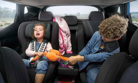 Πόσο επηρεάζονται οι γονείς από τη φασαρία και τους τσακωμούς των παιδιών στο πίσω κάθισμα;
