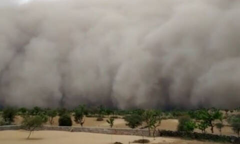 Εικόνες Αποκάλυψης στην Ινδία: Αμμοθύελλα «κατάπιε» ολόκληρη πόλη (vid)