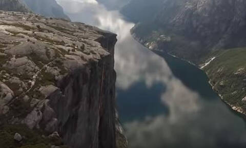 Βίντεο ακατάλληλο για... υψοφοβικούς! Ακροβάτης χάνει την ισορροπία του σε ύψος 1.000 μέτρων