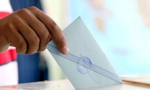 Μια Χάρτα Αναγέννησης της πολιτικής στη χώρα που «γέννησε» τη Δημοκρατία