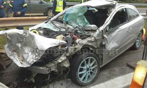 Σοβαρό τροχαίο στη Φθιώτιδα: Αυτοκίνητο «καρφώθηκε» σε βυτιοφόρο (pics)