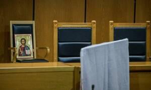 Δεκαετής κάθειρξη στον 59χρονο που είχε φυλακίσει τα ξαδέρφια του για να τους αρπάξει χρηματικά ποσά