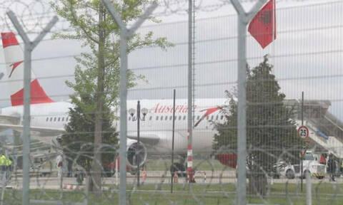 Τρόμος στα Τίρανα: Ένοπλοι ληστές εισέβαλαν σε αεροπλάνο - Ένας νεκρός