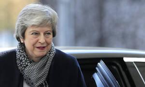 Brexit: «Κάνε ευρωεκλογές και πάρε παράταση» λένε οι «27» στη Μέι