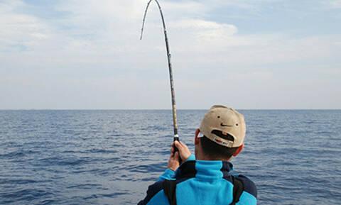 Τρομερό: Πήγε για ψάρεμα αλλά αυτό που έπιασε θα το θυμάται για πάντα! (pics+vid)