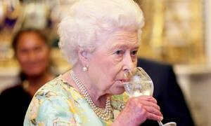 Απίστευτο: Δες πόσα ποτά πίνει καθημερινά η βασίλισσα της Αγγλίας!