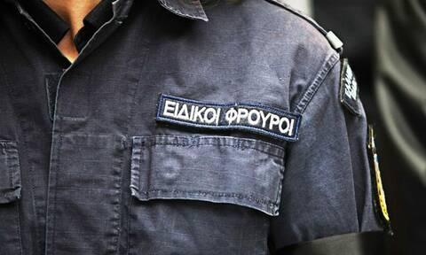 Συνελήφθη ειδικός φρουρός που εμπλέκεται σε σπείρα διακίνησης ναρκωτικών