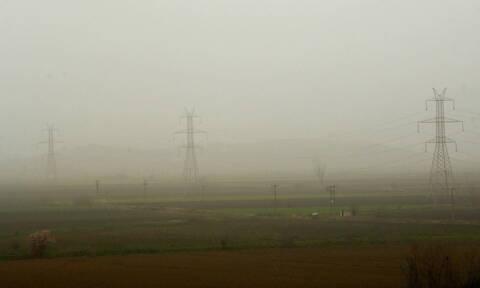 Καιρός τώρα: Με σκόνη και βροχές η Πέμπτη - Θα ρίξει χαλάζι σε αρκετές περιοχές (pics)