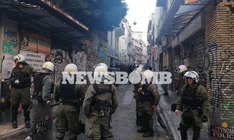 Μεγάλη αστυνομική επιχείρηση στα Εξάρχεια - Επέμβαση σε τρία κτήρια (pics&vids)