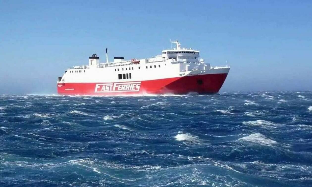 В районе острова Андрас продолжаются поиски мужчины, упавшего в море с парома