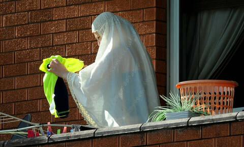 Ντροπή: Κοινωνιολόγος δείχνει πώς πρέπει να δέρνει ο σύζυγος τη γυναίκα του! (pics+vid)