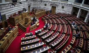 «Καταιγίδα» αγωγών από συνταξιούχους βουλευτές: Ζητούν αναδρομικά έως 360.000 ευρώ