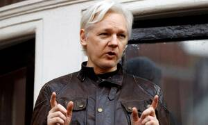 Συνελήφθη ο ιδρυτής των WikiLeaks, Τζούλιαν Ασάνζ (pics+vid)