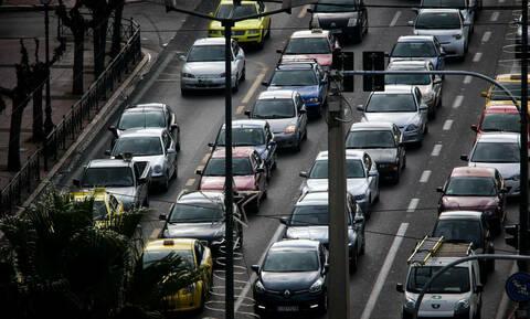 «Κόλαση» στους δρόμους της Αθήνας: Κυκλοφοριακό χάος στο κέντρο