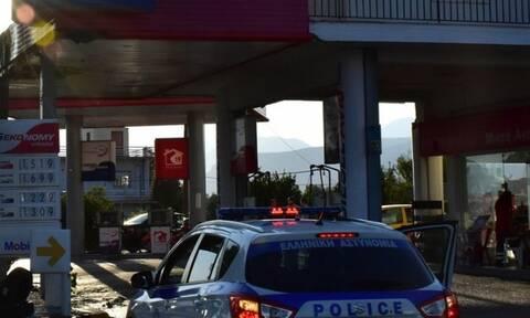Κινηματογραφική ληστεία στη Γλυφάδα: Μπούκαραν με αμάξι σε βενζινάδικο!