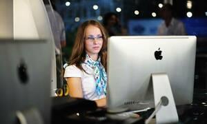 Россияне назвали необоснованную критику самым угнетающим фактором на работе