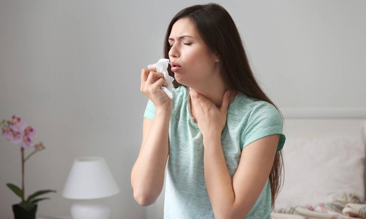 Αλλεργικός βήχας: Πώς θα τον ξεχωρίσετε από το βήχα λόγω ίωσης