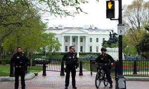 Συναγερμός στην Ουάσινγκτον: Άνδρας αυτοπυρπολήθηκε μπροστά από τον Λευκό Οίκο