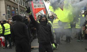 Γαλλία: Στους δρόμους και πάλι τα «Κίτρινα Γιλέκα» - Νέα επεισόδια με την αστυνομία (vid)