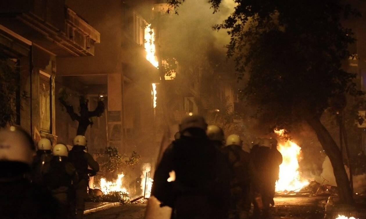 «Μάχες» και πάλι στην Αθήνα: Πέτρες, μολότοφ και ένταση στα Εξάρχεια