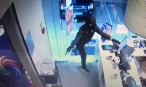 Βίντεο - ντοκουμέντο: Καρέ - καρέ η δράση του ληστή που είχε «ρημάξει» Καλλιθέα και Μοσχάτο
