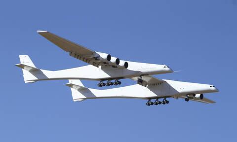 Αυτό είναι το μεγαλύτερο αεροπλάνο στον κόσμο – Έκανε την πρώτη του πτήση (pics)