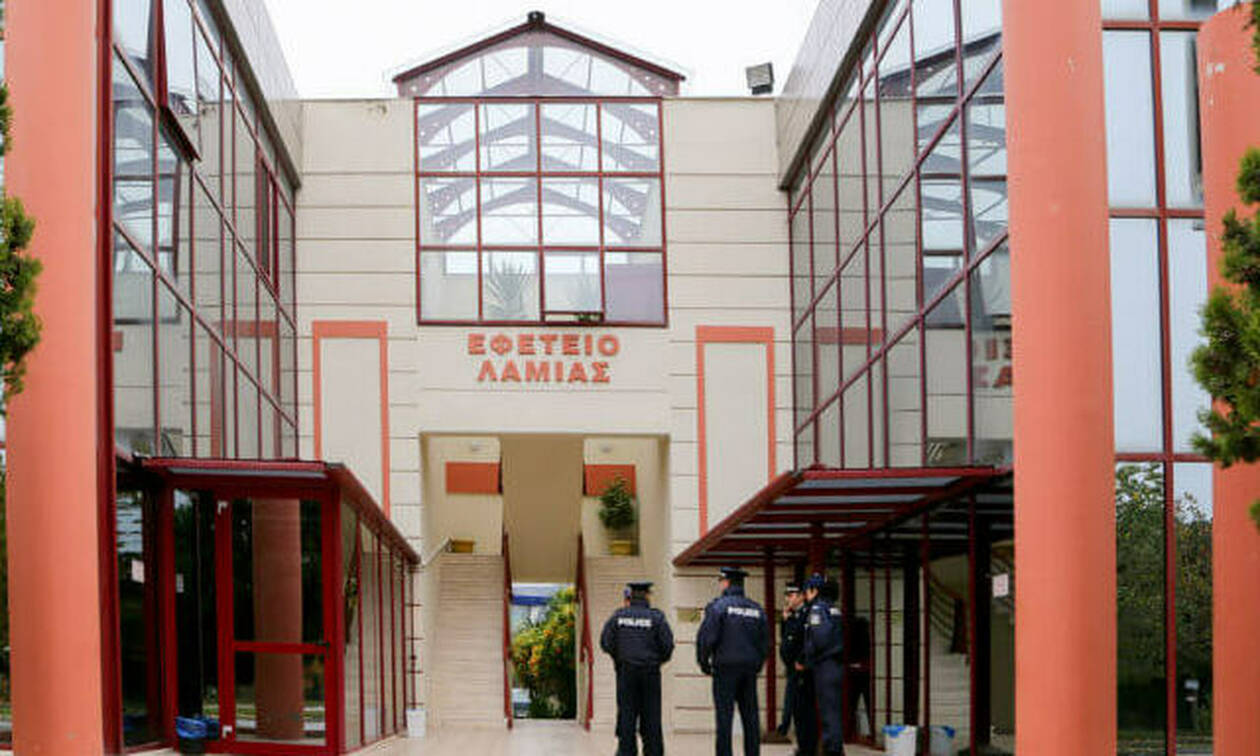 Λαμία: Τηλεφώνημα για βόμβα στα δικαστήρια - Διεκόπη η δίκη Κορκονέα