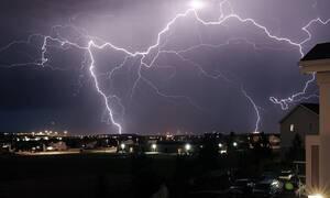 Καιρός: Βροχές και καταιγίδες την Τρίτη (16/04) - Πού θα «χτυπήσουν» τα έντονα φαινόμενα