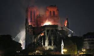 Παναγία των Παρισίων: Μεγάλη φωτιά στο μνημείο - Κατέρρευσε η στέγη (pics+vids)