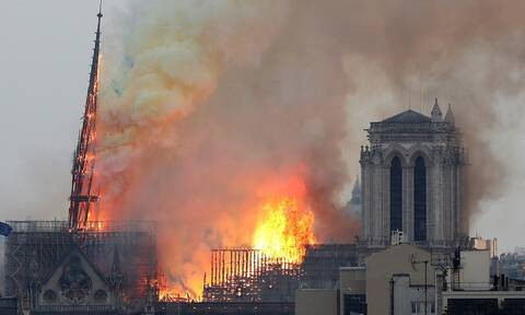 Φωτιά στην Παναγία των Παρισίων: Δείτε LIVE την καταστροφική πυρκαγιά
