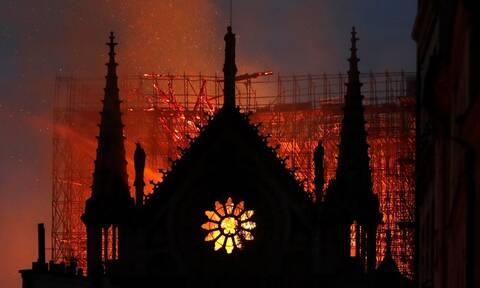 Παναγία των Παρισίων: Ολονύχτια μάχη με τις φλόγες - Ανυπολόγιστες καταστροφές (pics+vids)